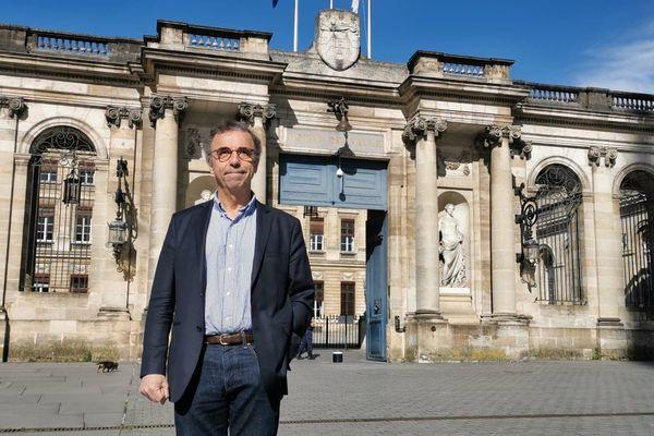 Pierre Hurmic, le maire de Bordeaux, en 2020 devant le Palais Rohan