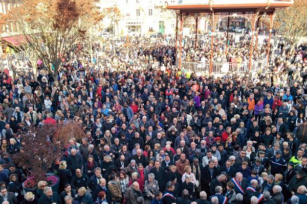 Des centaines de personnes se sont aussi recueillies à Belfort