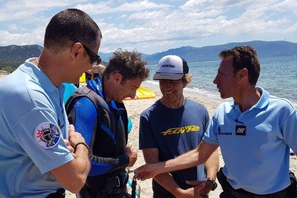 Ce samedi 1er juin, une cinquantaine de kitesurfers, originaires de toute l'île, se sont rassemblés à Porto Pollo.