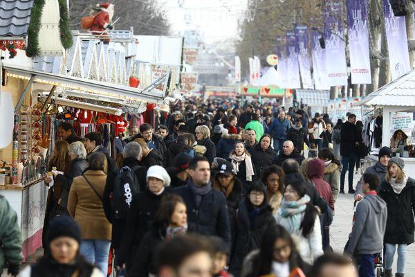 Le marché de Noël des Champs-Elysées, à Paris, en 2016.