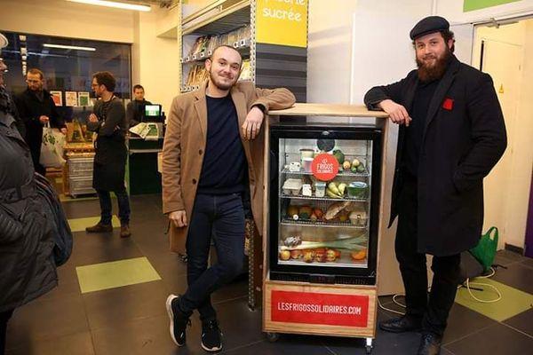 """Sébastien Brisson et Théo Maire, les deux étudiants porteurs du projet """"frigo solidaire"""" à Nancy dans le magasin Bio c'bon au 38 rue Saint-Georges à Nancy."""