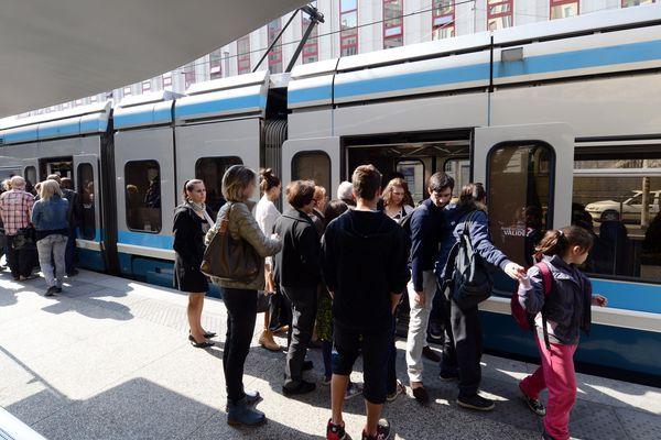 La circulation des tramways et des bus sera impactée à Grenoble ce samedi. Photo d'archives.