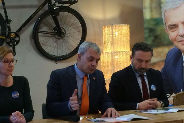 Le 20/01/2020. Le maire sortant de Tours, Christophe Bouchet, dresse son bilan de fin de mandat devant la presse dans l'auberge de jeunesse de la ville.