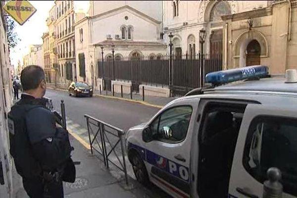 Devant la synagogue de Marseille