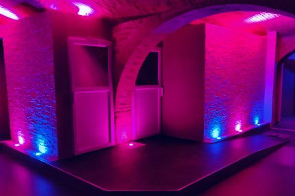Comme pour les bars, restaurants et discothèques, le calendrier de réouverture des saunas et clubs libertins n'est pas encore connu.