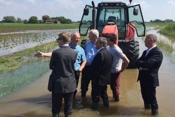 A Frommelles, où les inondations ont noyé des champs entiers.