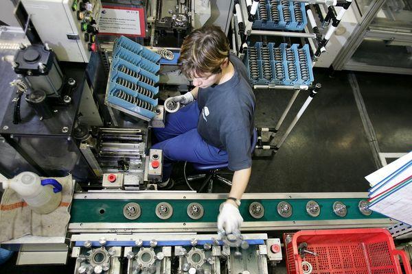 Ligne de production dans l'usine Sanden de Tinteniac en Ille-et-Vilaine