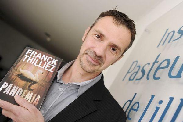 Pour Pandemia, l'écrivain nordiste Franck Thilliez a passé beaucoup de temps auprès des chercheurs de l'Institut Pasteur de Lille (photo prise en juin 2015)
