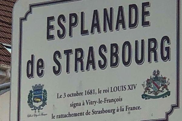 Une esplanade de Strasbourg a été inaugurée à Vitry-le-François en 2011 pour commémorer le rattachement de Strasbourg à la France.