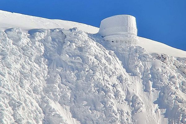 Le refuge du Goûter, capturé par le photographe Eric Morali le 1er février, au lendemain d'une tempête de neige.