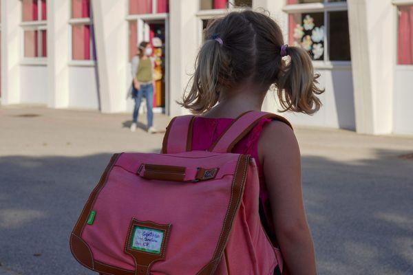 Comment accueillir tous les élèves à l'école alors que les conditions sanitaires restreignent les effectifs par classe ? Le ministre de l'Education souhaite la mise en place d'activités culturelles et sportives, les 2S2C pour accueillir tous les enfants sur le temps scolaire.
