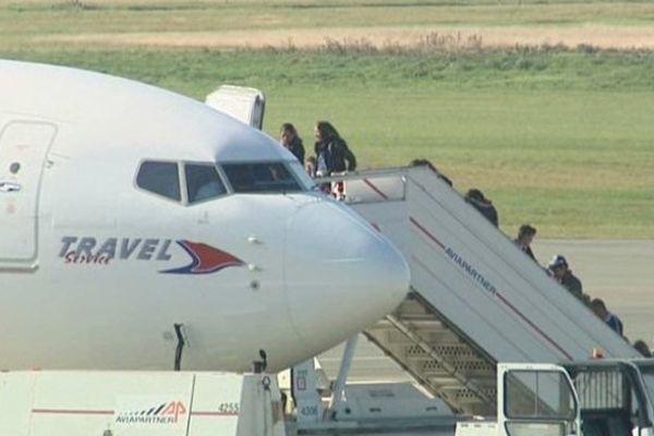 Lesquin, ce mardi midi. Des familles roms prennent l'avion pour la Roumanie.