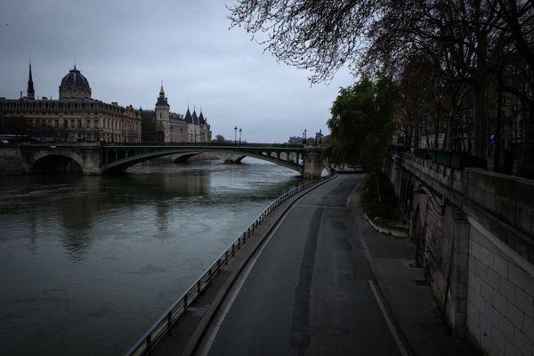 Les quais de Seine photographiés quelques jours après l'annonce du premier confinement, le 16 mars 2020.