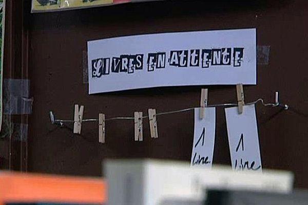 """La librairie """"rêve de l'escalier"""" à Rouen propose le concept du """"livre en attente""""."""