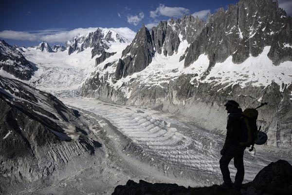 Le plus grand glacier de France, la Mer de Glace, recule d'année en année sous l'effet du réchauffement climatique.