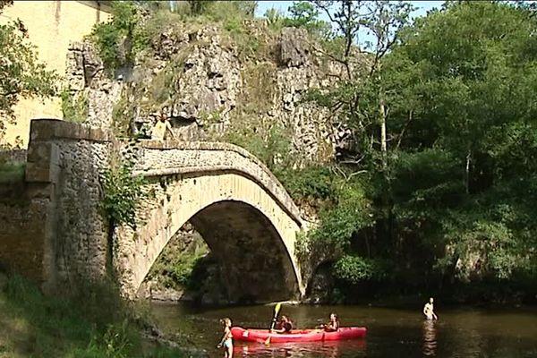 Les deux ponts à Pierre-Perthuis, aux portes du Morvan, en Saône-et-Loire
