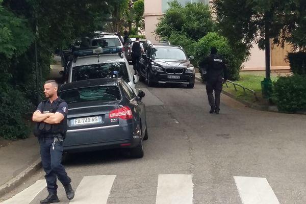 Perquisition lundi 27 mai au domicile familial du suspect à Oullins