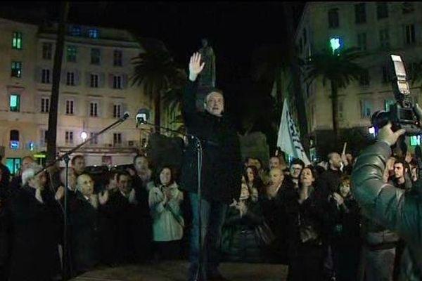 Laurent Marcangeli, dimanche soir, après avoir prononcé un discours devant la mairie d'Ajaccio.