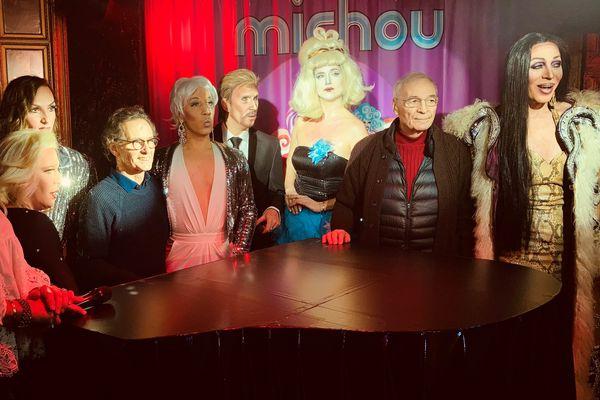 Trois cabarets emblématiques de Montmartre, dont le célèbre Michou s'unissent pour présenter un show sur le thème de l'amour