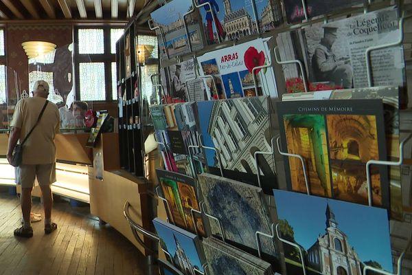 À l'office de tourisme d'Arras, les touristes sont là, mais la part d'étrangers a fortement diminué.