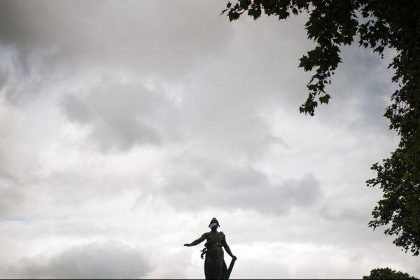 La région Île-de-France placée en vigilance orange pour vent violent.