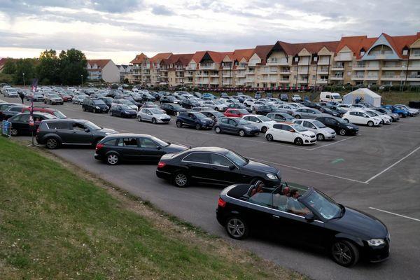 À Cucq, les spectateurs étaient au rendez-vous pour le cinéma en drive-in, avant les concerts organisés sur le même modèle.