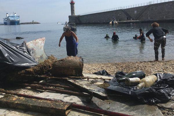 10/06/17 - Nettoyage d'été pour le Vieux-Port de Bastia