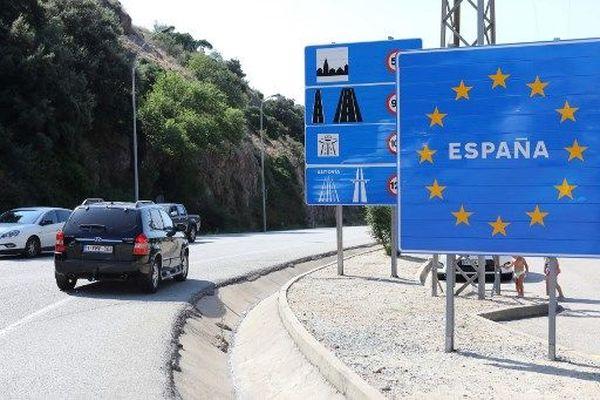 Samedi 25 juillet, le nombre de voitures à traverser la frontière franco-espagnole était bien moindre que lors d'un week-end estival classique.