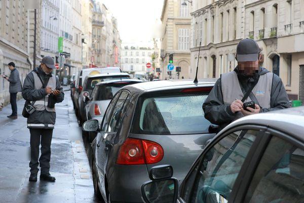 Des agents verbalisateurs, à Paris (image d'illustration).
