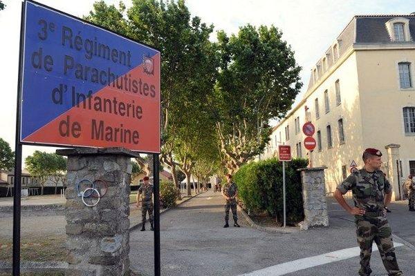 Devant la caserne Laperrine à Carcassonne en juin 2008