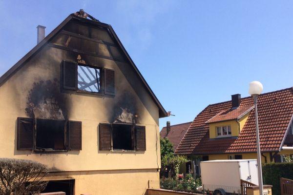L'explosion et l'incendie ont dévasté une maison individuelle rue des sapins, dans un lotissement paisible de Mundolsheim