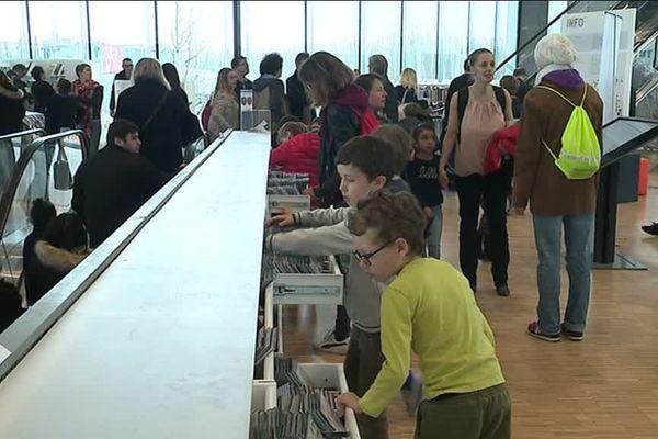 La ruée sur les livres ce dimanche à la bibliothèque de Caen ? Non, la ruée sur les oeufs !