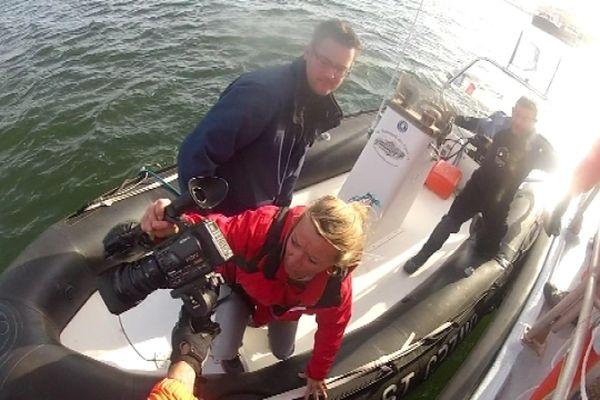 Juliette Mörch, notre Journaliste Reporter d'Images, embarque sur le zodiaque