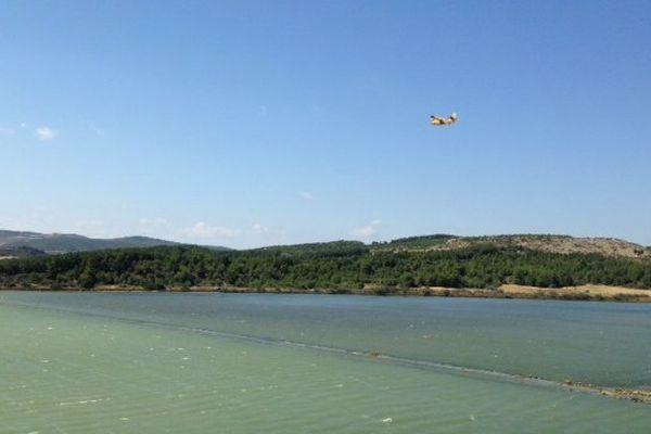 Peyriac-de-Mer (Aude) - le feu ravage 500 hectares malgré les rotations des canadair durant 6 heures- 30 juillet 2014.