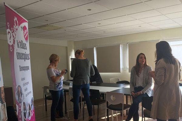 Les femmes membres de K'Elles Energies se retrouvent pour un atelier K'Elles Café.