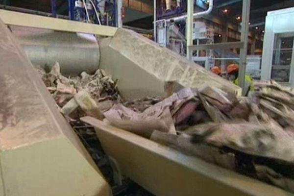 Actuellement, les journaux utilisent entre 50 et 75% de papier recyclé dans leurs rotatives.