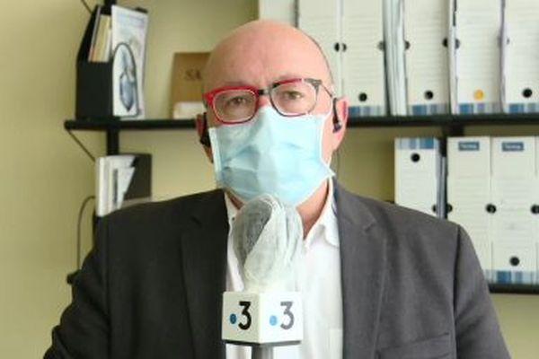 Le professeur Christian Rabaud préconise une troisième dose de vaccin contre le Covid-19 pour les personnes de plus de 65 ans.