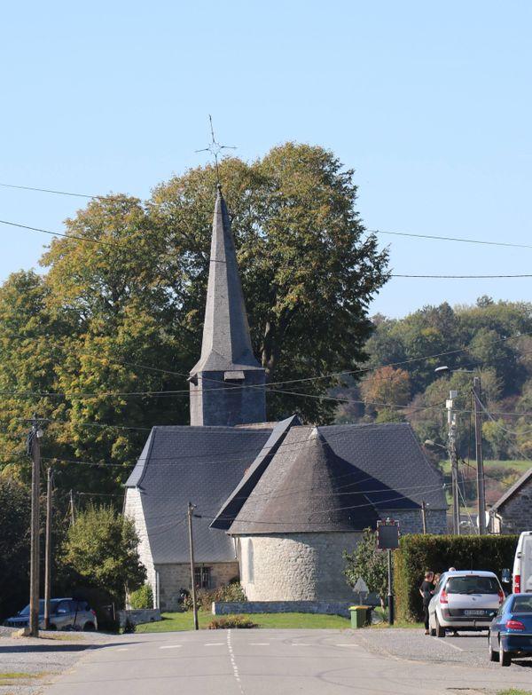 Au cœur de Baives, l'église Saint-Martin en pierre bleue.