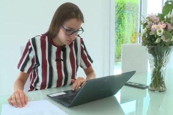 La recherche d'un emploi, même pour un job d'été, demande beaucoup de temps de recherche pour consulter les annonces publiées sur les sites spécialisés.