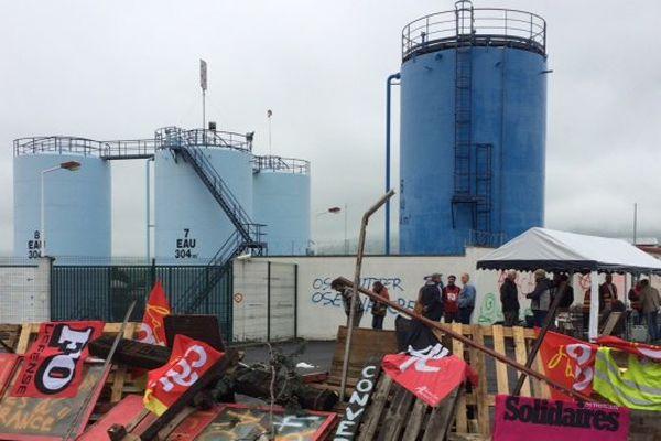 Les manifestants sont arrivés vendredi 3 juin à 4 heures du matin devant le dépôt de carburants Total de Cournon d'Auvergne dans le Puy-de-Dôme.