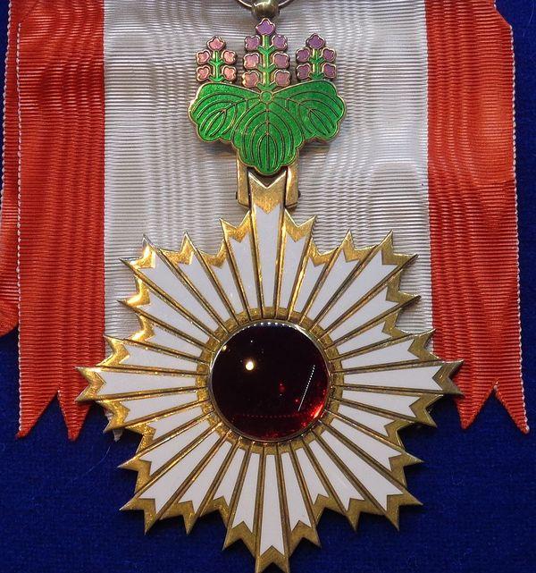 Détail de l'ordre du Soleil levant, aux rayons d'or, exposé dans le musée des ordres de chevalerie à Tallin (Estonie).