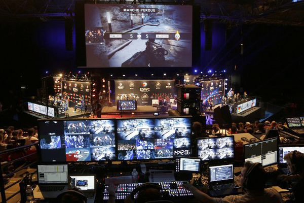 Des participants à un tournoi de Call of Duty, durant la Coupe du Monde d'E-sport, à Paris au Zénith, le 7 mai 2016.