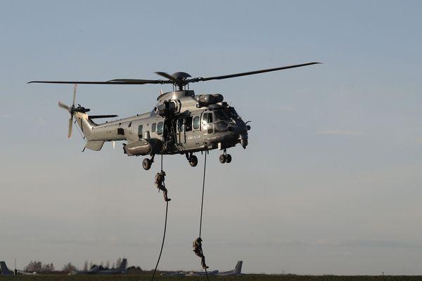 """Hélicoptère de ce type """" Caracal """" comme celui utilisé lors de l'entraînement qui a coûté la vie à un militaire de la base de Cazaux le mercredi 29 avril."""