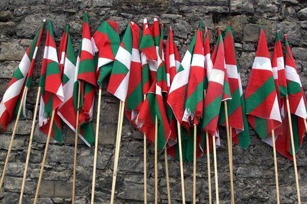 """Samedi à 15H25 - Documentaire exceptionnel """"Génération autonomistes basques"""" ou l'histoire d'une génération nouvelle de femmes et d'hommes fiers qui ne souhaitaient plus baisser la tête en signe d'allégeance au pouvoir de l'État français."""