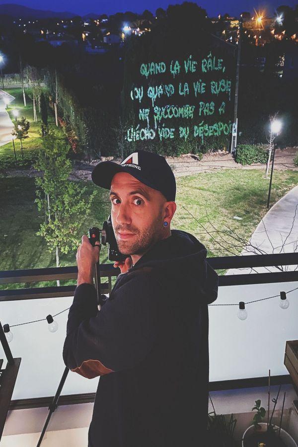 Philippe Echaroux a réalisé sa dernière oeuvre depuis son balcon en pleine période de confinement.