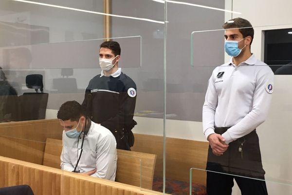 Nabil El Barkani, tête baissée dans le box des accusés, a reconnu les faits et a été condamné à huit ans de prison ferme, il a dix jours pour faire appel