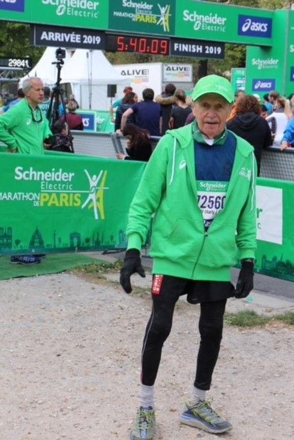 Charly Bancarel à l'arrivée du marathon de Paris 2019