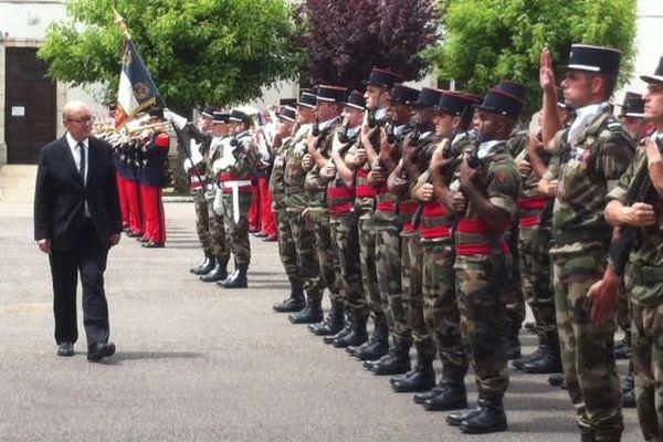 Jean-Yves Le Drian, ministre de la Défense, s'est rendu au 511e régiment du train d'Auxonne, en Côte-d'Or, jeudi 16 juin 2016.