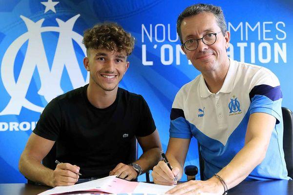 Tout juste sorti du centre de formation, Ugo Bertelli signe son premier contrat à l'OM.