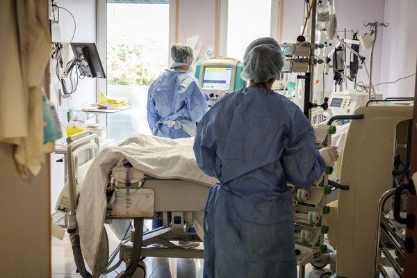 Une vingtaine de lits du CHU de Nîmes sont équipés d'un nouveau dispositif demandant moins de soignants pour les transferts sur le ventre.